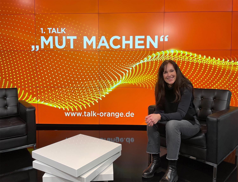 """Unter dem Motto """"MUT MACHEN"""" präsentierte Sabine Michel ihr neues digitales Format Talk ORANGE. (Bild: smic! Events & Marketing)"""