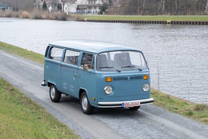 image 1 150 696x464 - 50 Kilometer Zukunft: Eine Reise in die Geschichte des Volkswagen T2 Elektro-Bulli