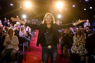 brigitte burstedde dominikpfau - Brigitte Burstedde  gewinnt Excellence Award beim 7ten internationalen Speaker Slam und Weltrekord