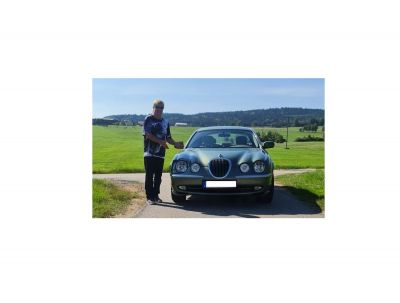 juergen pleinetti spendenaktion jaguar s type pressetext3 - Die etwas andere Spendenaktion: Jaguar S-Type von Schlagerpop-Sänger Jürgen Pleinetti sucht neuen Besitzer